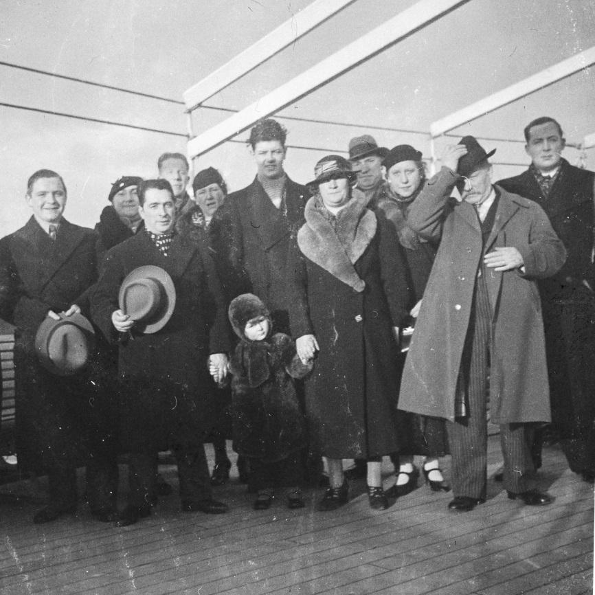 Anvers, 1936 - Amis et parents sur le pont du ss ANVERSVILLE