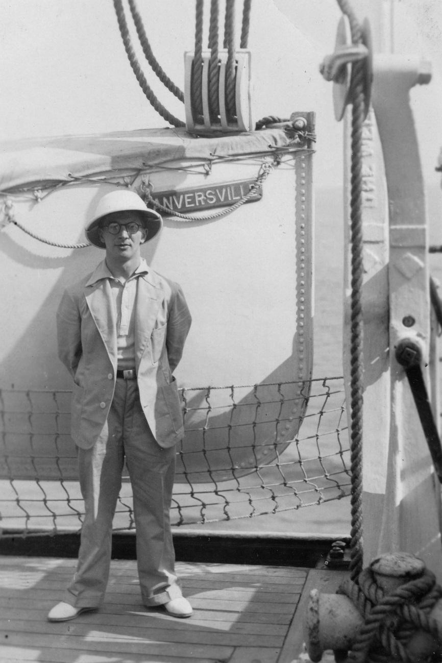 ss ANVERSVILLE, 1937 - Victor de Caluwé en tenue coloniale